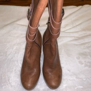 Ugg ladies leather boots.